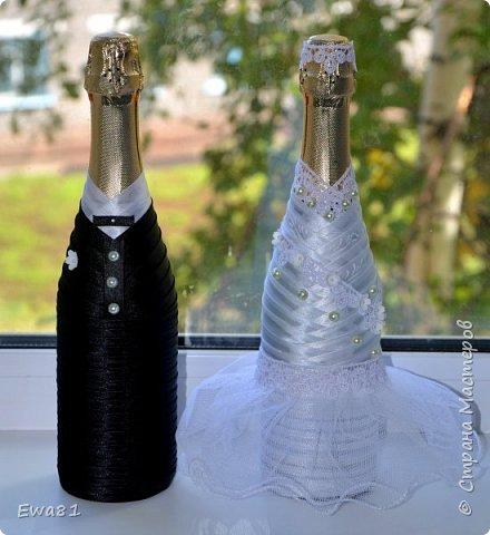 """Всем привет!!! Сегодня хочу показать вам свадебные бутылки с шампанским, очень мне понравилась работа Алены """"Подарок на рубиновую свадьбу"""" https://stranamasterov.ru/node/797835 а тут как раз заказали мне такие бутылки и вот что вышло, сразу хочу извинится за фон , солнца нет совсем, выглянет на 2-3 минуты и прячется, фотографировала  на подоконнике ) фото 3"""