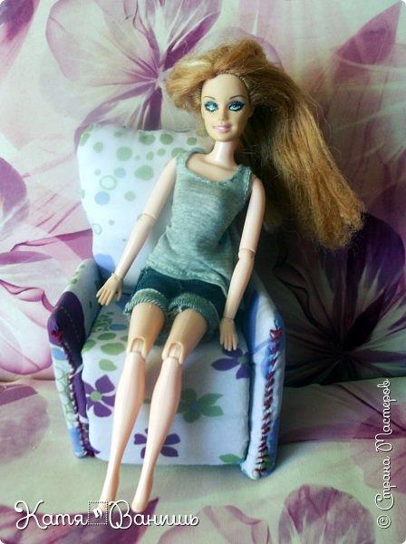Привет моя любимая  Страна мастеров  ,давно я  ничего не выкладывала,исправляюсь.На днях сделала кресло  по МК май фрогги стафф. Приятного просмотра.Кстати у Кати теперь шарнирное тело от псевдо Ливки купила в  магазине за 250 рублей. Теперь люблю её вдвое больше. фото 3