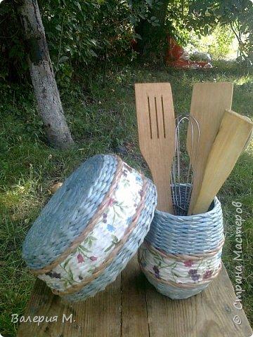 Добрый день мастера и мастерицы.Хочу показать вам свои очередные работы.Это корзинка для лука,подарила маме.трубочки красила самодельной морилкой дуб. фото 5