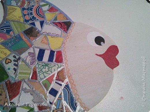 К этой идее подтолкнул меня мастер-класс Angela221 https://stranamasterov.ru/node/810027?c=favorite Возникла проблема, куда девать кусочки салфеток, оставшиеся после работ, Хомяк внутри меня завозмущался при попытки их выкинуть и в голове возникли образы витража и лоскутного одеяла. Если подобная техника встречалась вам раньше, пожалуйста расскажите мне))) фото 7