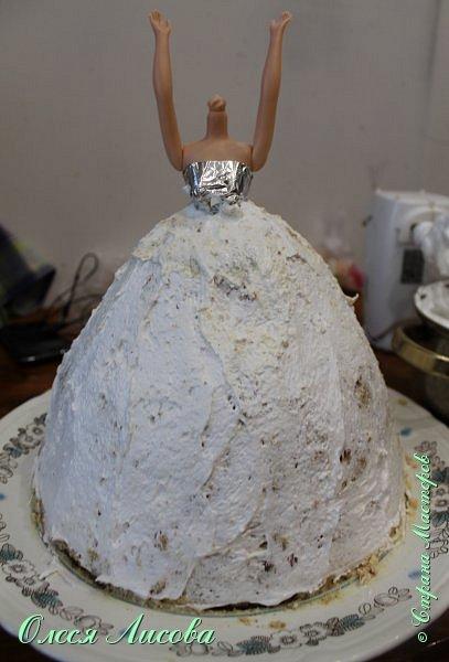 Всем здравствуйте! Хочу представить мой первый торт-куклу. Заказали на 6-ти летие девочки торт, на свой страх и риск решила испечь торт-куклу (раньше такого ничего подобного не пекла), но решать, что получилось...Вам, мои дорогие мастерицы!!! фото 11