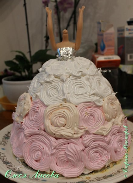 Всем здравствуйте! Хочу представить мой первый торт-куклу. Заказали на 6-ти летие девочки торт, на свой страх и риск решила испечь торт-куклу (раньше такого ничего подобного не пекла), но решать, что получилось...Вам, мои дорогие мастерицы!!! фото 15