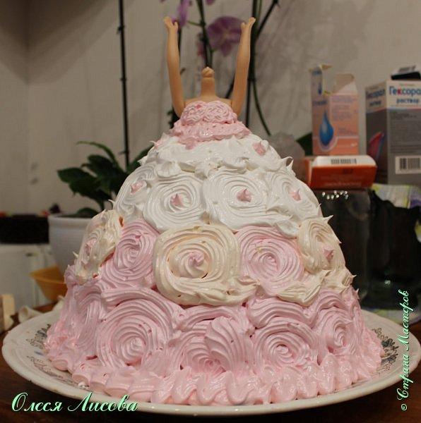 Всем здравствуйте! Хочу представить мой первый торт-куклу. Заказали на 6-ти летие девочки торт, на свой страх и риск решила испечь торт-куклу (раньше такого ничего подобного не пекла), но решать, что получилось...Вам, мои дорогие мастерицы!!! фото 16