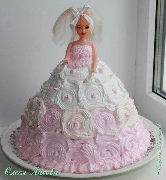 Всем здравствуйте! Хочу представить мой первый торт-куклу. Заказали на 6-ти летие девочки торт, на свой страх и риск решила испечь торт-куклу (раньше такого ничего подобного не пекла), но решать, что получилось...Вам, мои дорогие мастерицы!!! фото 17