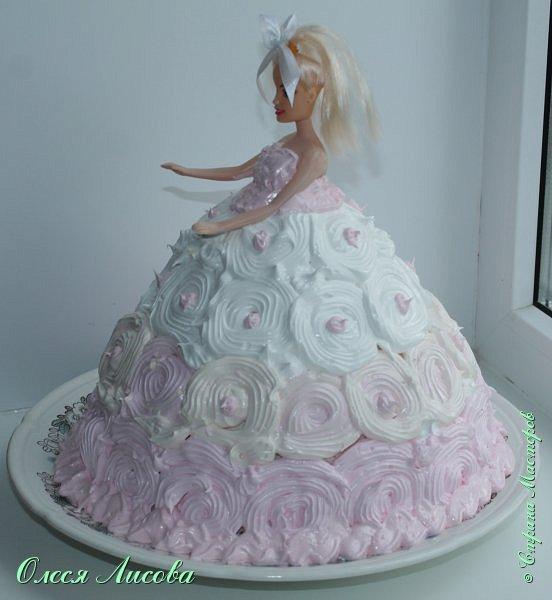 Всем здравствуйте! Хочу представить мой первый торт-куклу. Заказали на 6-ти летие девочки торт, на свой страх и риск решила испечь торт-куклу (раньше такого ничего подобного не пекла), но решать, что получилось...Вам, мои дорогие мастерицы!!! фото 18