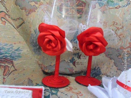 Свадебный комплект, созданный на контрасте красного и белого фото 9