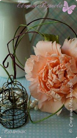 Продолжаю разговор о тортиках.В этой части немного о цветах.Цветы сделала из цветочной мастики,очень приятная и напоминает чем-то холодный фарфор)Приятного просмотра)) фото 3
