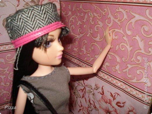 """Привет СМ. Выдолось немного свободного времени и вот. Кристина сидела и читала газету. Ее уже давно """"мучал"""" квартирный вопрос. -Мне уже 19 лет ,а я все с родителями живу.  Каждый раз говорила она, когда ее отговаривали от покупки квартиры. И вот теперь она нашла идеальную квартиру и поспешила позвонить по объявлению. фото 5"""