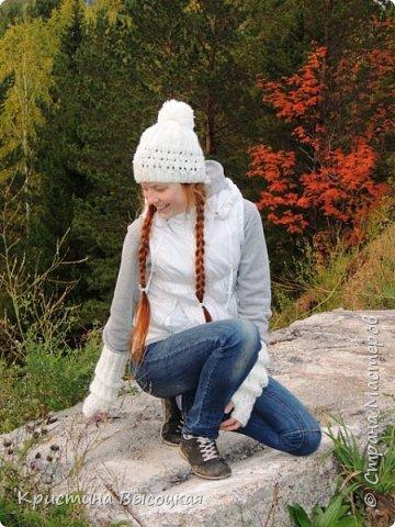 Доброго времени суток, СМ!!! На пороге - золотая осень...воздух отчаянно прозрачен и пахнет легкой прохладной свежестью...под ногами потихоньку шуршат первые опавшие листья...золото...алые всполохи рябин...неизменная густая зелень сосен и елей... Но впереди холода, а значит пора теплых вещей... Шапочки...митенки для моих девчонок... фото 8