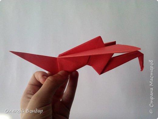Всем привет , я хочу вам показать как сделать летающего журавлика в технике оригами .  Конечно полноценно летать он не будет , а сможет порадовать глаз маханием крыльям