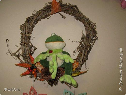 Так я решила оформить в саду выставку посвящённую осени ,скоро будут размещены детские поделки фото 2