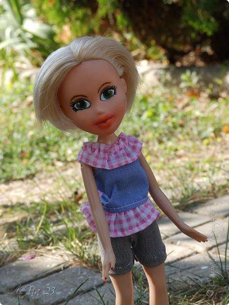 Всем большой привет! Попала ко мне в руки старенькая куколка Братц. Без одежды,без обуви, с торчащими вместо ступней палками,без мейка и с постриженными волосами. Мне стало её очень жалко, и решила я попробовать дать ей вторую жизнь)) фото 3
