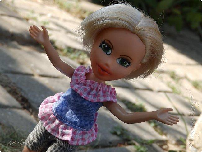 Всем большой привет! Попала ко мне в руки старенькая куколка Братц. Без одежды,без обуви, с торчащими вместо ступней палками,без мейка и с постриженными волосами. Мне стало её очень жалко, и решила я попробовать дать ей вторую жизнь)) фото 5