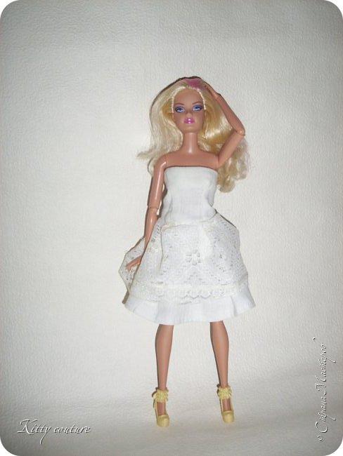 Доброго времени суток.Недавно я заболела и свободного времени у меня много.Сегодня на меня нахлынуло вдохновение и я сшила платье из ситца и кружева(воротника),украшено лентой в тон платью. фото 2