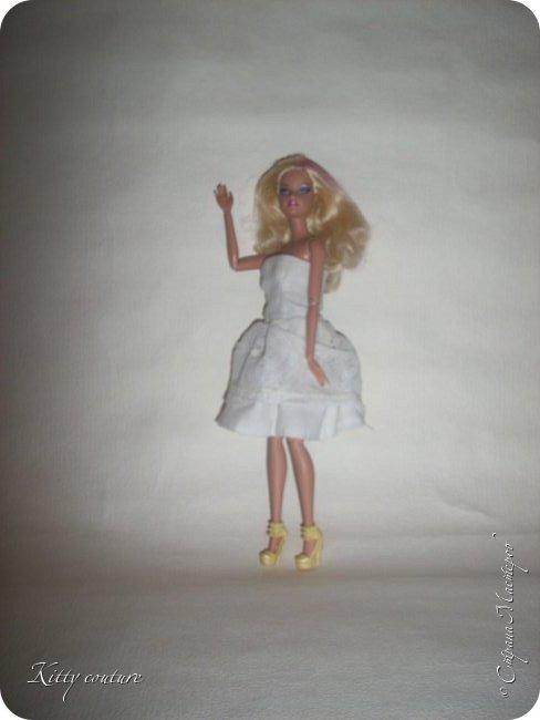 Доброго времени суток.Недавно я заболела и свободного времени у меня много.Сегодня на меня нахлынуло вдохновение и я сшила платье из ситца и кружева(воротника),украшено лентой в тон платью. фото 16