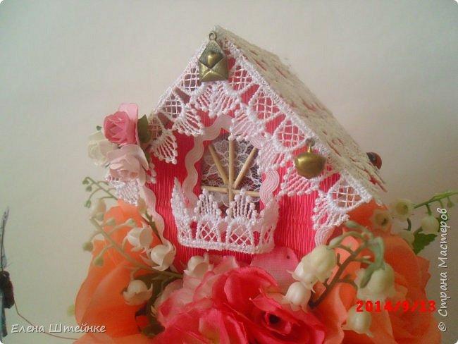 Вот такой домик на деревце для феечки я сделала в подарок для девочки. Внутри домика положила розовые конфетки. фото 6
