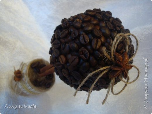 Кофеюшки, которые готовились на выставку. Классическое кофейное дерево, стволик - палочка корицы, декор горшочка - шпагат, кружево, тесьма, бадьян. фото 2