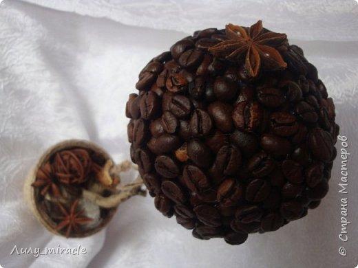 Кофеюшки, которые готовились на выставку. Классическое кофейное дерево, стволик - палочка корицы, декор горшочка - шпагат, кружево, тесьма, бадьян. фото 8