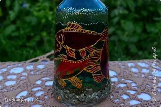 Доброго времени суток всем! Пять лет назад у меня появилась такая бутылочка. Обычно на сосудах для святой воды изображены ангелочки, розочки или виноградная лоза, а у меня в ней поселились рыбы. Это не случайно, но об этом немного позже. фото 5