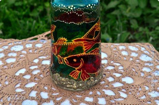 Доброго времени суток всем! Пять лет назад у меня появилась такая бутылочка. Обычно на сосудах для святой воды изображены ангелочки, розочки или виноградная лоза, а у меня в ней поселились рыбы. Это не случайно, но об этом немного позже. фото 6