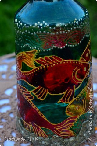 Доброго времени суток всем! Пять лет назад у меня появилась такая бутылочка. Обычно на сосудах для святой воды изображены ангелочки, розочки или виноградная лоза, а у меня в ней поселились рыбы. Это не случайно, но об этом немного позже. фото 7