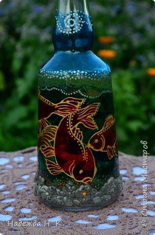 Доброго времени суток всем! Пять лет назад у меня появилась такая бутылочка. Обычно на сосудах для святой воды изображены ангелочки, розочки или виноградная лоза, а у меня в ней поселились рыбы. Это не случайно, но об этом немного позже. фото 3