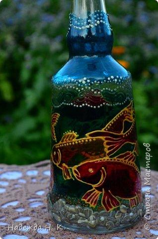 Доброго времени суток всем! Пять лет назад у меня появилась такая бутылочка. Обычно на сосудах для святой воды изображены ангелочки, розочки или виноградная лоза, а у меня в ней поселились рыбы. Это не случайно, но об этом немного позже. фото 4
