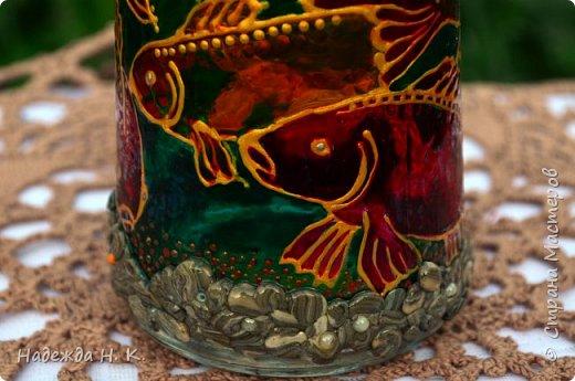 Доброго времени суток всем! Пять лет назад у меня появилась такая бутылочка. Обычно на сосудах для святой воды изображены ангелочки, розочки или виноградная лоза, а у меня в ней поселились рыбы. Это не случайно, но об этом немного позже. фото 12