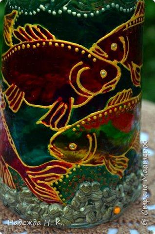 Доброго времени суток всем! Пять лет назад у меня появилась такая бутылочка. Обычно на сосудах для святой воды изображены ангелочки, розочки или виноградная лоза, а у меня в ней поселились рыбы. Это не случайно, но об этом немного позже. фото 10