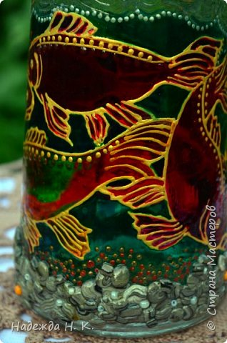 Доброго времени суток всем! Пять лет назад у меня появилась такая бутылочка. Обычно на сосудах для святой воды изображены ангелочки, розочки или виноградная лоза, а у меня в ней поселились рыбы. Это не случайно, но об этом немного позже. фото 13