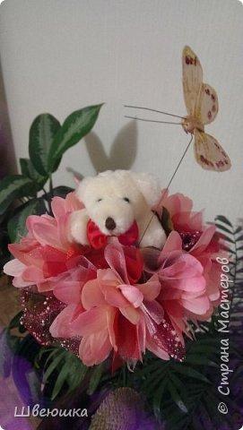 Три медведя-три букетика).Нашлись у свекрови мишки  на шпажках,бабочки,цветочки разные и органза цветочная.Это наш совместный проект.С меня композиция,упаковывать в флористические обёртки помогла  и делилась секретиками свекровь.Букетики отправляться в её магазинчик. фото 8