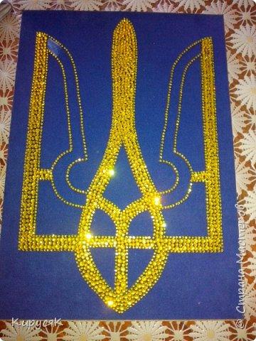 Герб Украіни зі стразів. фото 3