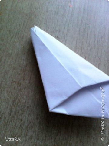 """Привет всем,кто заглянул ко мне в гости! :) Это мой 1 блог)) Однажды на одной сайте(не помню на каком) я увидела:""""Как сделать цветок из бумаги?"""" Делается в технике оригами,только нам понадобятся ножницы :) фото 10"""