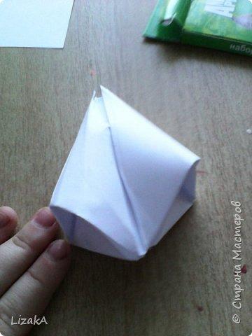 """Привет всем,кто заглянул ко мне в гости! :) Это мой 1 блог)) Однажды на одной сайте(не помню на каком) я увидела:""""Как сделать цветок из бумаги?"""" Делается в технике оригами,только нам понадобятся ножницы :) фото 11"""