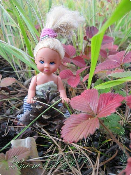 Добрый вечер!(а у кого - то день :D )Сегодня был довольно хороший денек, и мы ездили в осенний лес!Как же там красиво))))Я взяла с собой Марту, как раз сшились штанцы и топ! Шишечку нашла :) их там очееньь много :) фото 1