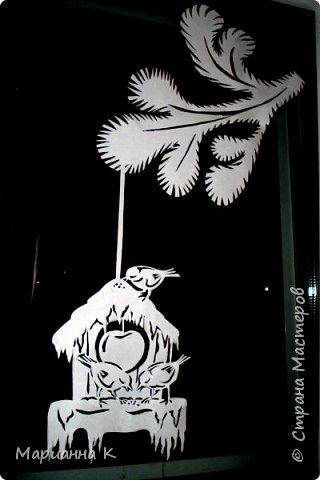 Новогодние украшения на окне вместо снежинок фото 9