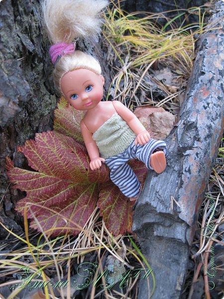 Добрый вечер!(а у кого - то день :D )Сегодня был довольно хороший денек, и мы ездили в осенний лес!Как же там красиво))))Я взяла с собой Марту, как раз сшились штанцы и топ! Шишечку нашла :) их там очееньь много :) фото 8