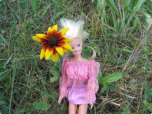 Анна сидела и ждала, пока придут подруги у окна... фото 8