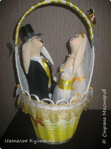 Лето -пора свадеб. Это вторая пара зайчиков. Очень понравилось их шить. Корзина из кассовой ленты. фото 4