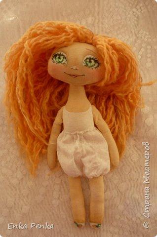 Новая девочка. Самая настоящая кукла. Платье и бант снимаются. Извиняюсь за качество фото.  фото 4