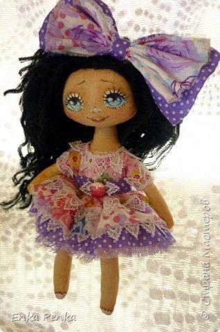 Новая девочка. Самая настоящая кукла. Платье и бант снимаются. Извиняюсь за качество фото.  фото 2