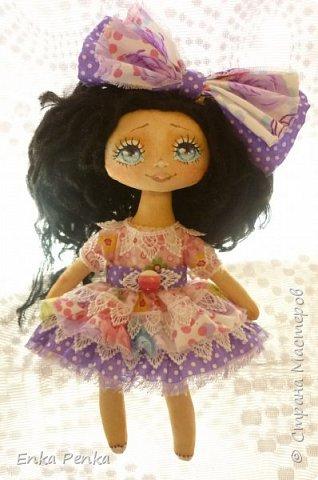 Новая девочка. Самая настоящая кукла. Платье и бант снимаются. Извиняюсь за качество фото.  фото 1