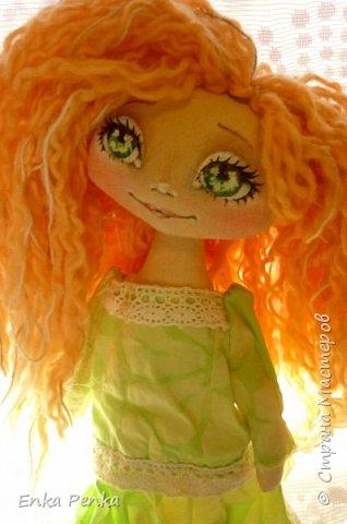 Новая девочка. Самая настоящая кукла. Платье и бант снимаются. Извиняюсь за качество фото.  фото 3