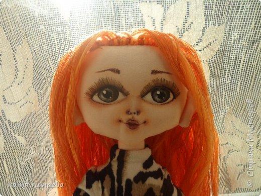 привет всем, вот выствляю на ваш суд своего монстрика, долго думала, что мне не нравится в кукле больше всего и пришла к выводу - глаза, слишком большие, губы так и не научилась рисовать нужно срочно найти кукле хозяйку, чтоб глаза не мозолила фото 1