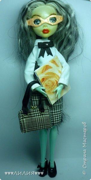 Решила из Маргоши сделать деловую даму)даже попробовала сделать очки,а насколько хорошо у меня удался образ судить вам)Фото будет много) фото 4