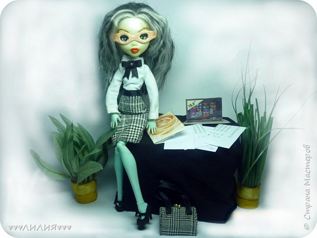 Решила из Маргоши сделать деловую даму)даже попробовала сделать очки,а насколько хорошо у меня удался образ судить вам)Фото будет много) фото 1