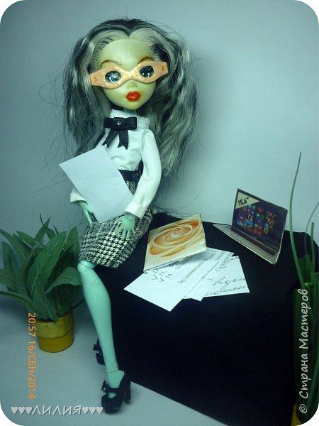 Решила из Маргоши сделать деловую даму)даже попробовала сделать очки,а насколько хорошо у меня удался образ судить вам)Фото будет много) фото 12
