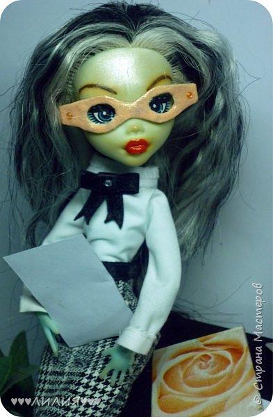 Решила из Маргоши сделать деловую даму)даже попробовала сделать очки,а насколько хорошо у меня удался образ судить вам)Фото будет много) фото 13