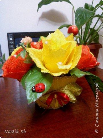 В этом году решилась сделать герберы. Делала их впервые.  Сынулька пошел с этим букетиком на 1 сентября. Он был очень доволен что отличился от всего класса и подарил и цветы и конфеты в одном букете )))) фото 4