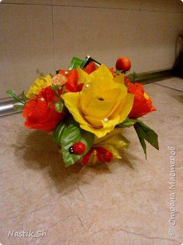 В этом году решилась сделать герберы. Делала их впервые.  Сынулька пошел с этим букетиком на 1 сентября. Он был очень доволен что отличился от всего класса и подарил и цветы и конфеты в одном букете )))) фото 5